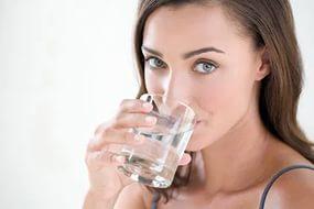 беременной женщине нужно больше пить жидкости