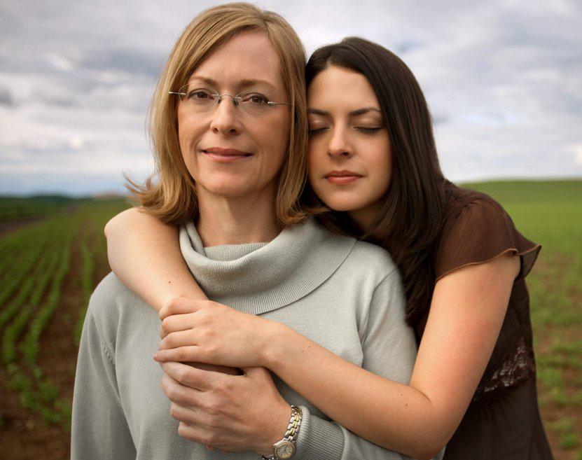 Мать и взрослая дочь