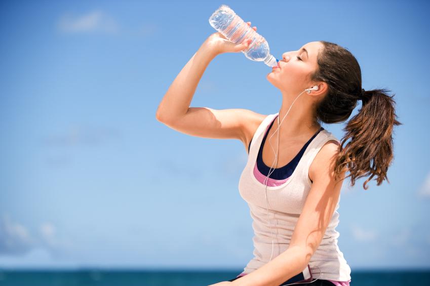 Ученые установили, сколько воды действительно нужно человеку