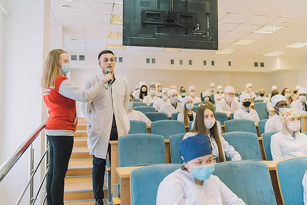На встрече губернатора Кировской области со студентами-медиками говорили об искусственно интеллекте в здравоохранении