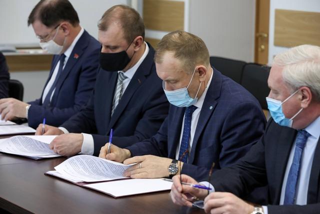 300 студентов-медиков Красноярского университета получат образовательные сертификаты и рабочие места в больницах пяти городов региона